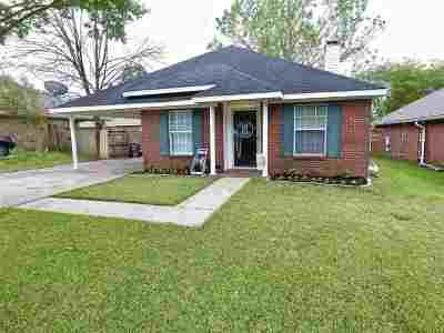 Brandon Single Family Home Contingent/Pending: 1022 Red Oak Dr