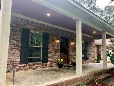 Homes with Acreage for Sale in Magee, MS