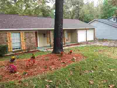 Brandon Single Family Home Contingent/Pending: 108 Oak Hill Pl