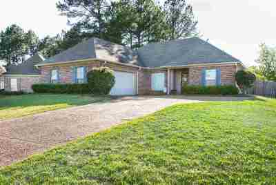 Madison Single Family Home For Sale: 103 Avery Ct