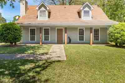 Madison County Single Family Home For Sale: 216 Salem Sq