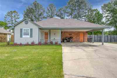 Brandon Single Family Home For Sale: 563 Mockingbird Cir