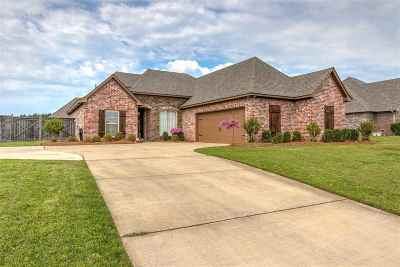 Brandon Single Family Home For Sale: 513 Belle Oak Pl