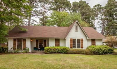 Brandon Single Family Home Contingent/Pending: 130 Dogwood Cir