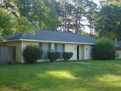 Madison Single Family Home Contingent/Pending: 201 Trace Harbor Rd