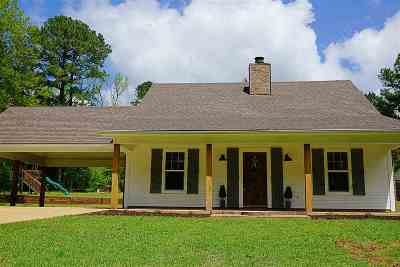 Leake County Single Family Home For Sale: 240 River Hill Rd