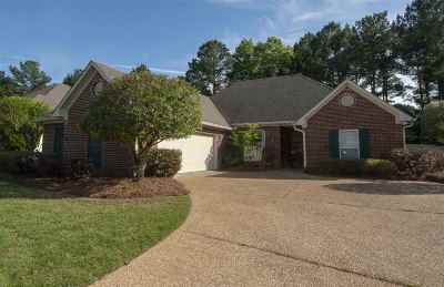 Madison Single Family Home For Sale: 111 Deer Creek Dr
