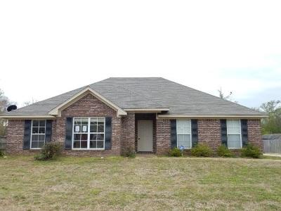 Brandon Single Family Home For Sale: 429 Pecan Cir