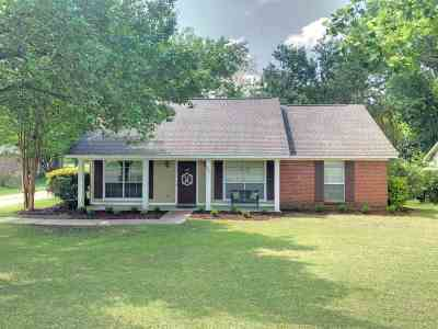 Madison Single Family Home For Sale: 107 Azalea Cir