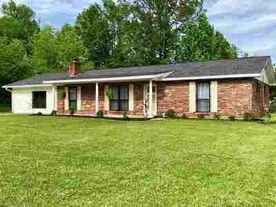 Carthage MS Single Family Home Contingent/Pending: $135,000