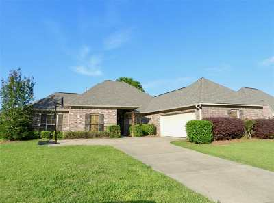 Madison County Single Family Home For Sale: 214 Calhoun Dr