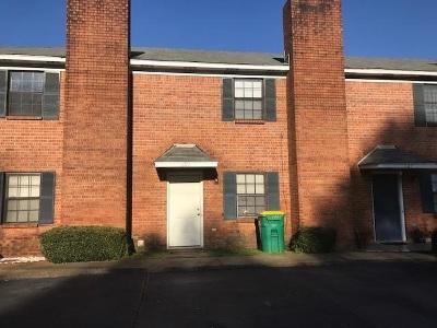 Ridgeland Townhouse For Sale: 689 West Dr #689