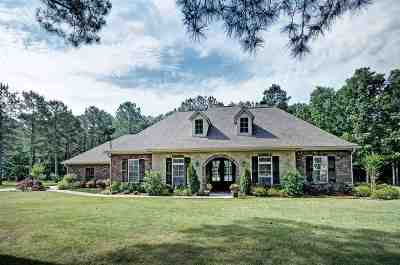 Brandon Single Family Home For Sale: 305 Kitty Hawk Cir