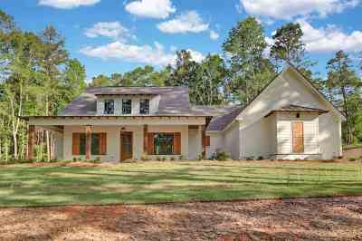 Single Family Home For Sale: 142 Dogwood Trace