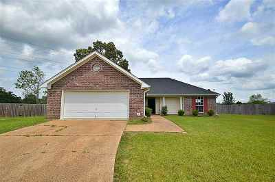 Pearl Single Family Home Contingent/Pending: 110 Riverpointe Pl
