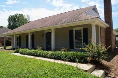 Madison County Single Family Home Contingent/Pending: 439 Beechwood Ln
