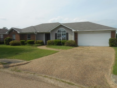 Ridgeland Single Family Home Contingent/Pending: 1010 Elms Cv