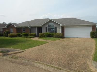 Madison County Single Family Home Contingent/Pending: 1010 Elms Cv