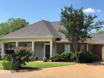 Madison County Single Family Home For Sale: 233 Woodrun Dr