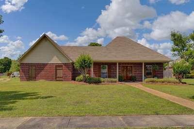 Madison County Single Family Home For Sale: 100 Eastland Cv