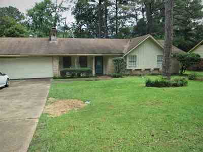 Brandon Single Family Home For Sale: 104 Lakeside Dr