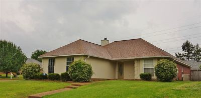 Pearl Single Family Home Contingent/Pending: 102 River Ridge Pkwy