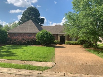 Madison County Single Family Home For Sale: 130 Savoy Park