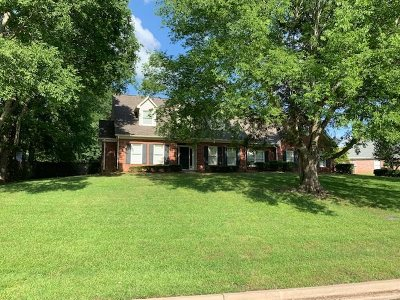 Madison County Single Family Home For Sale: 243 Forest Lake Dr