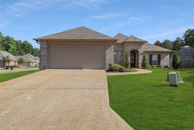 Brandon Single Family Home Contingent/Pending: 121 Meadowcreek Dr