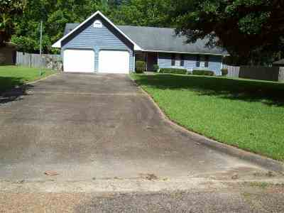 Jackson Single Family Home For Sale: 312 Red Oak Dr