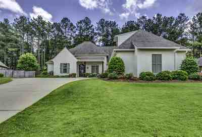 Madison County Single Family Home For Sale: 110 Hawks Nest Cv