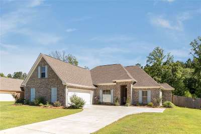 Madison County Single Family Home For Sale: 156 Buckhead Dr