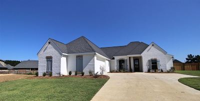 Flowood Single Family Home For Sale: 705 Queens Ct
