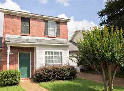 Jackson Townhouse Contingent/Pending: 14 Stanford Ct
