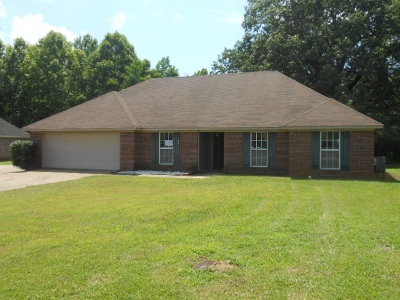 Byram Single Family Home Contingent/Pending: 705 Meadowview Cv