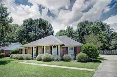 Madison Single Family Home Contingent/Pending: 163 Azalea Cir