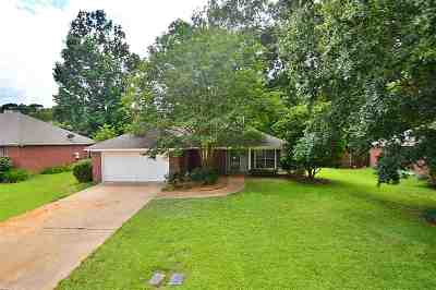 Single Family Home Contingent/Pending: 143 Eastwood Cir
