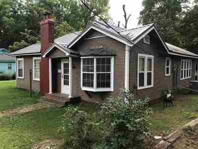 Single Family Home For Sale: 706 N Pearl St
