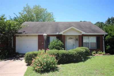 Brandon Single Family Home Contingent/Pending: 104 Norfolk Cv