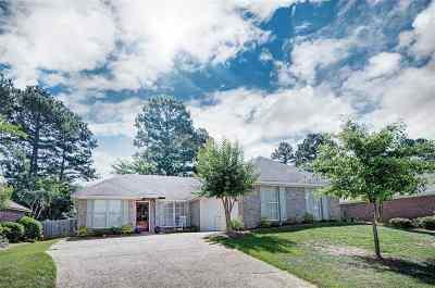 Brandon Single Family Home Contingent/Pending: 302 Greensboro Dr