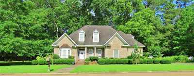 Magee Single Family Home For Sale: 920 Lake Circle