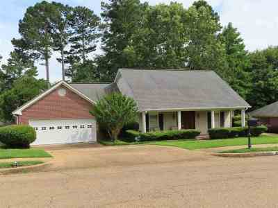 Clinton Single Family Home Contingent/Pending: 107 Concord Dr