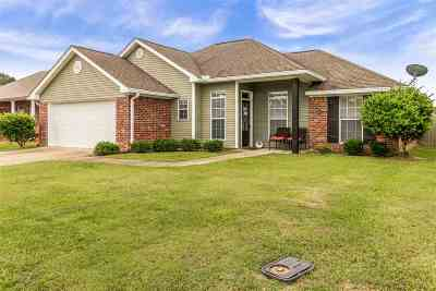 Pearl Single Family Home Contingent/Pending: 410 Cedar Trace