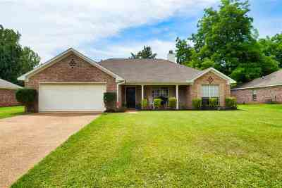 Single Family Home Contingent/Pending: 661 Southern Oaks Dr.