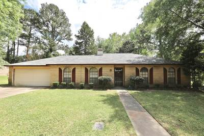 Ridgeland Single Family Home Contingent/Pending: 205 Pine Knoll Dr