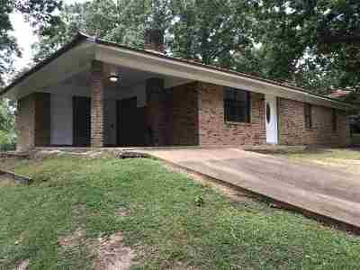 Carthage MS Single Family Home Contingent/Pending: $65,000
