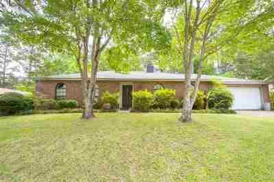 Brandon Single Family Home Contingent/Pending: 104 Longmeadow Rd