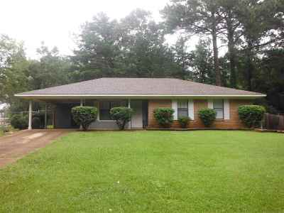 Single Family Home For Sale: 800 Jordan Circle