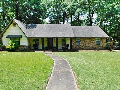 Clinton Single Family Home Contingent/Pending: 223 Trailwood