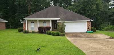 Jackson Single Family Home For Sale: 561 Hillandale Dr